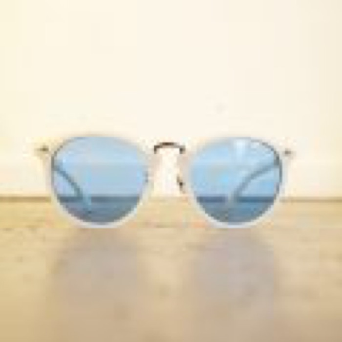CHILL / Pearl White×Silver / Blue Lens